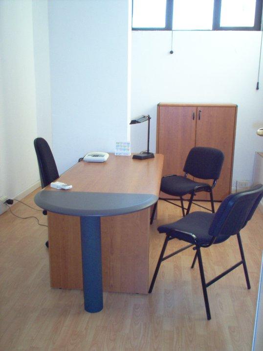 Ufficio arredato napoli serviced offices italy uffici for Monolocali arredati napoli