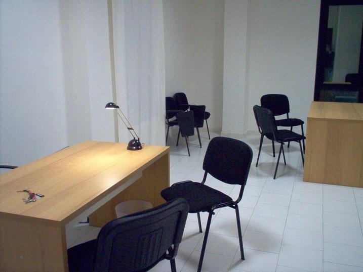 Ufficio napoli for Uffici arredati napoli