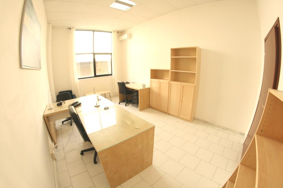 Ufficio arredato rf 1a1 249 affitto studio napoli for Studio arredato