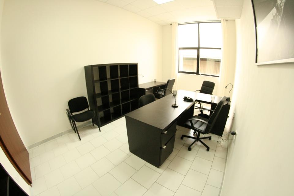 Ufficio arredato 1a2 249 affitto ufficio napoli for Uffici arredati