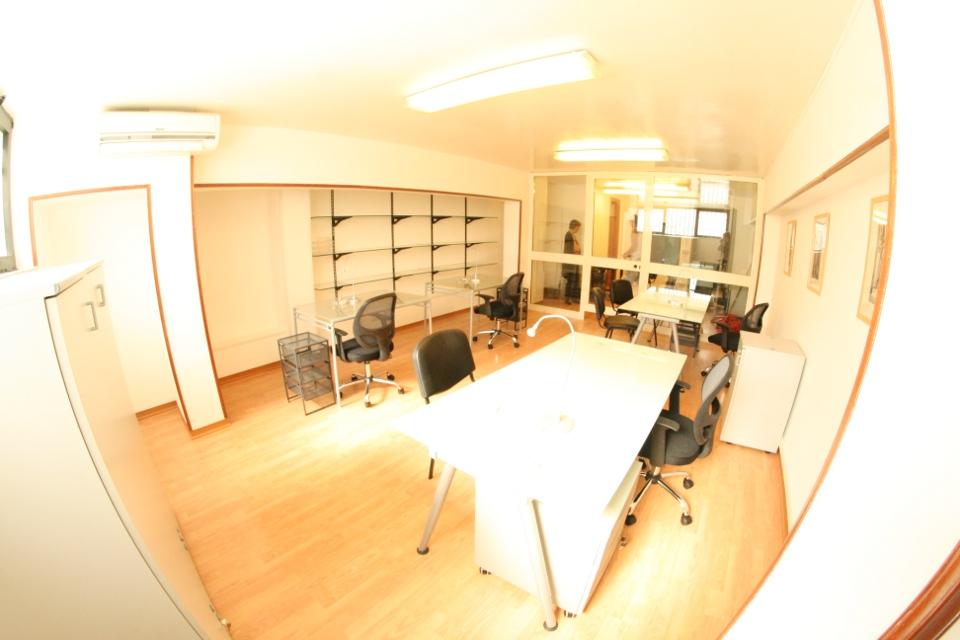 Studio arredato rf 1aa 399 affitto studio napoli for Studio arredato