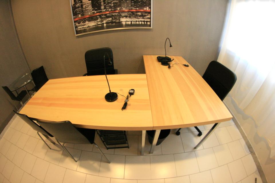 Napoli affitto ufficio arredato start-up 4 linee euro 199