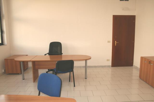 Affitto ufficio napoli arredato temporaneo appartamento for Ufficio arredato roma