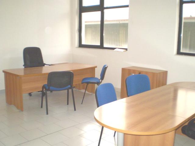 Affitto ufficio napoli arredato temporaneo appartamento for Uffici arredati roma