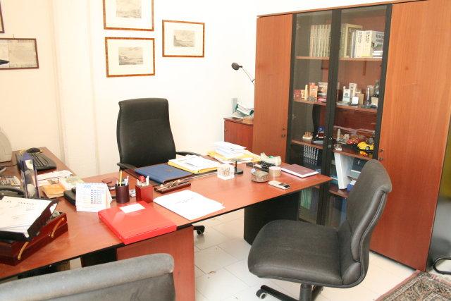 Napoli affitto ufficio affitto studio locale uffici for Studio arredato