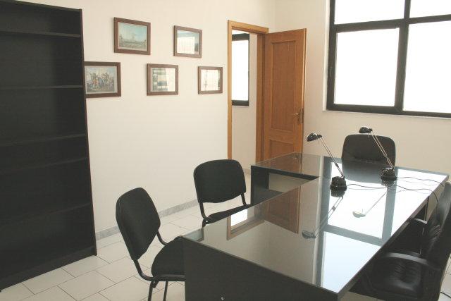 Affitto ufficio napoli bivani for Cerco ufficio in affitto