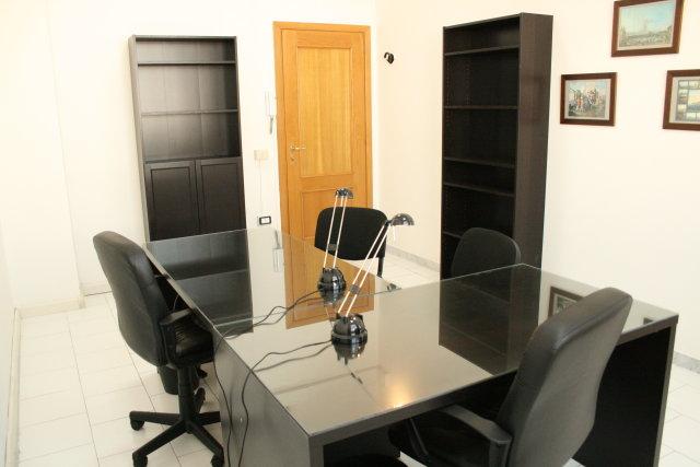 Napoli affitto ufficio bivani arredato ufficiarredati for Centro ufficio
