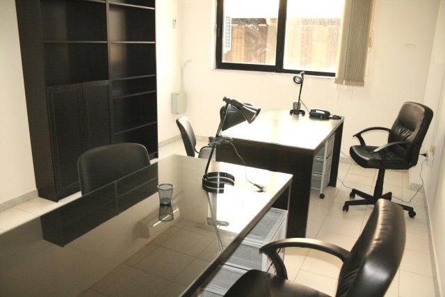 Affitto uffici arredati napoli da euro 249 al mese for Uffici arredati