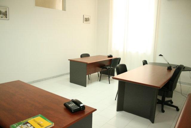 Uffici arredati roma milano napoli ufficio arredato for Monolocali arredati napoli