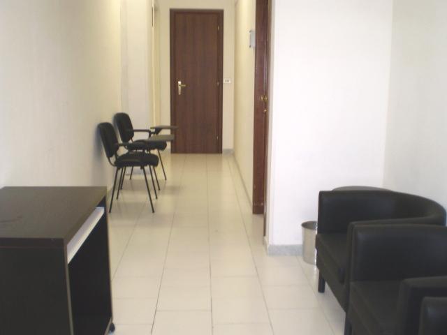 Centro il faro uffici locali uffici arredati sale for Centro ufficio