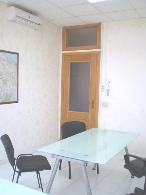 Affitto ufficio arredato bivani napoli affitto ufficio for Monolocali arredati napoli
