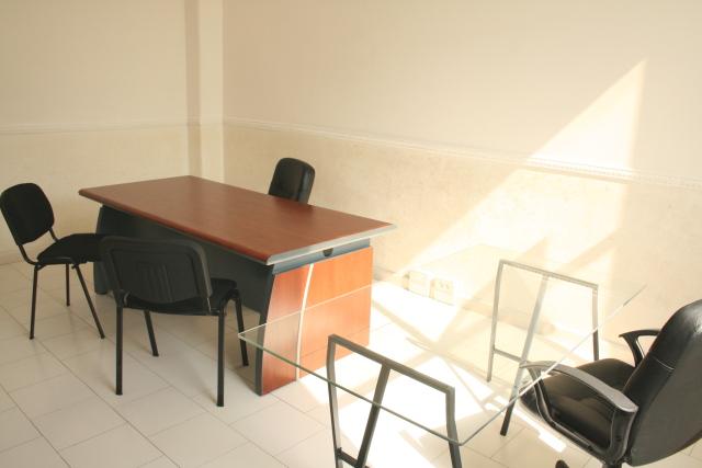 Affitto ufficio napoli ufficio arredato napoli con 6 8 for Ufficio arredato