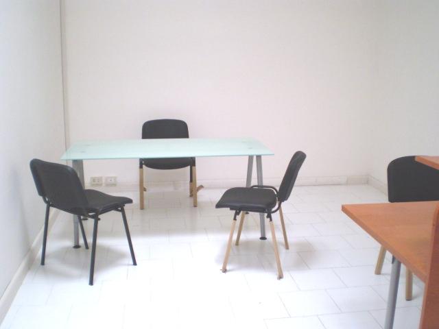 Affitto ufficio napoli 3 4 posti di lavoro con posti for Affitto ufficio tuscolana