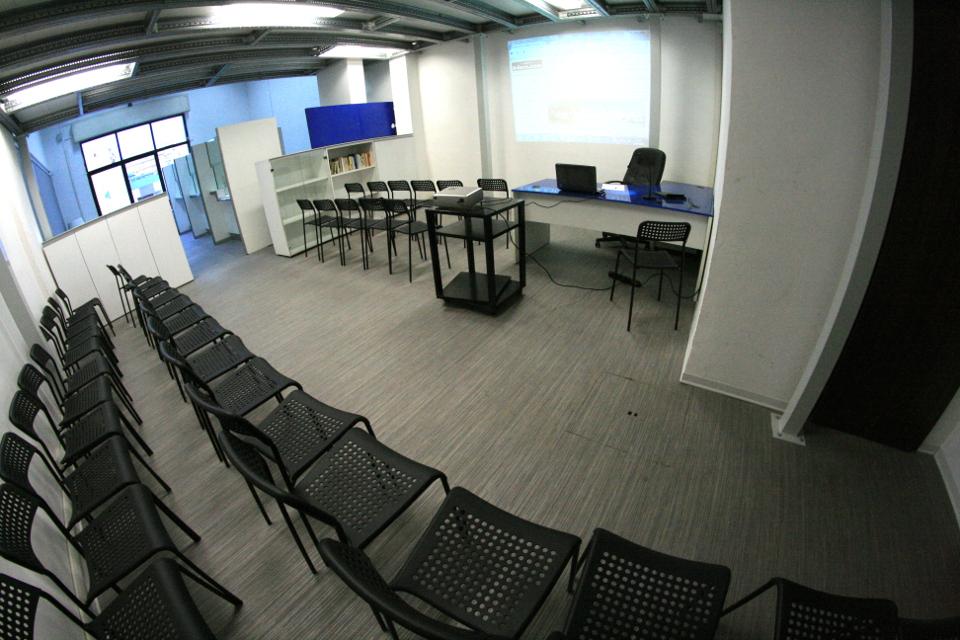 Sala riunioni 40 posti €99
