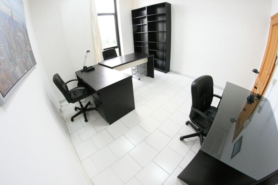 Ufficio arredato 3 postazioni da 249 mensili centro il for Ufficio arredato