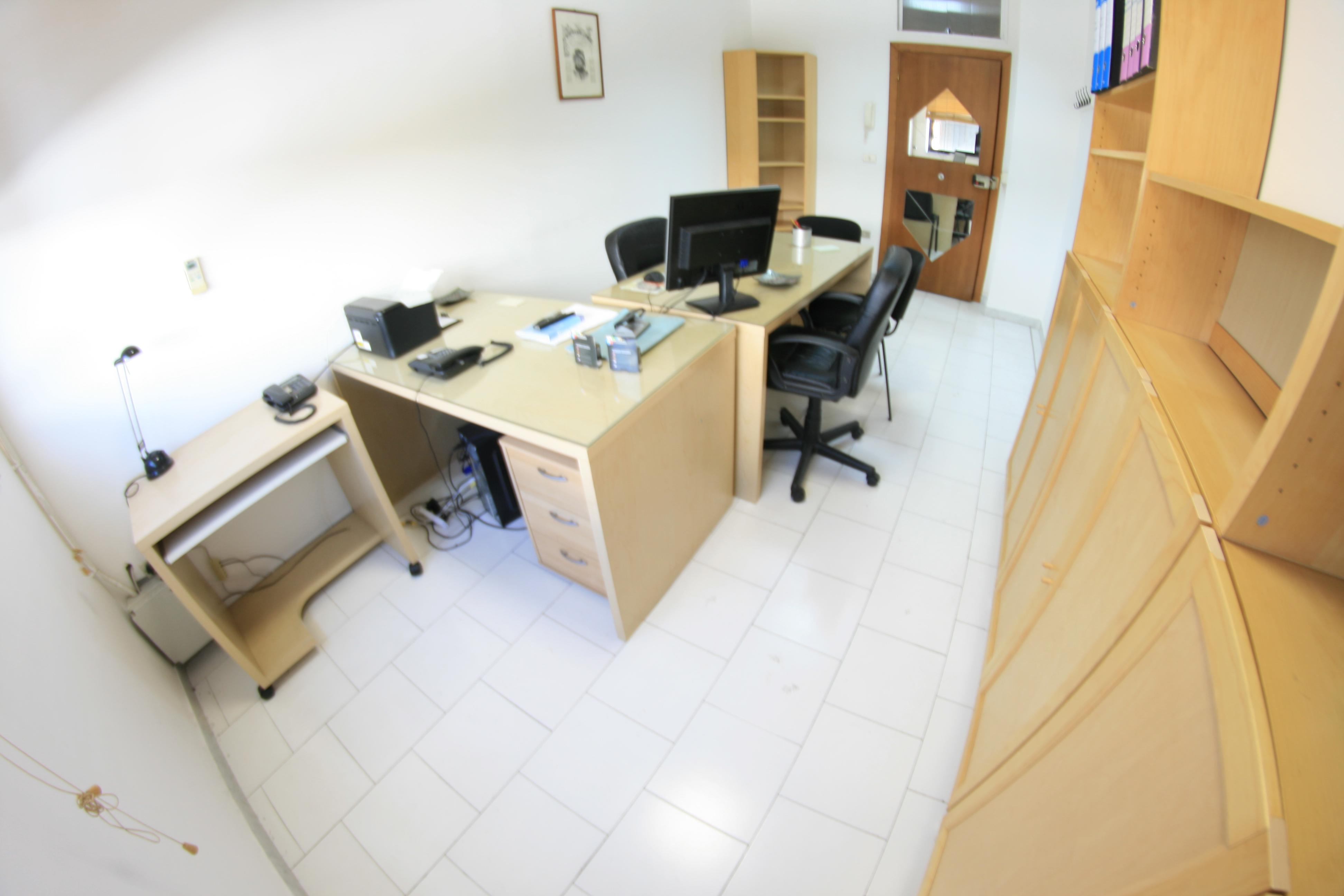 Ufficio arredato completo centro il faro incubatore for Ufficio completo