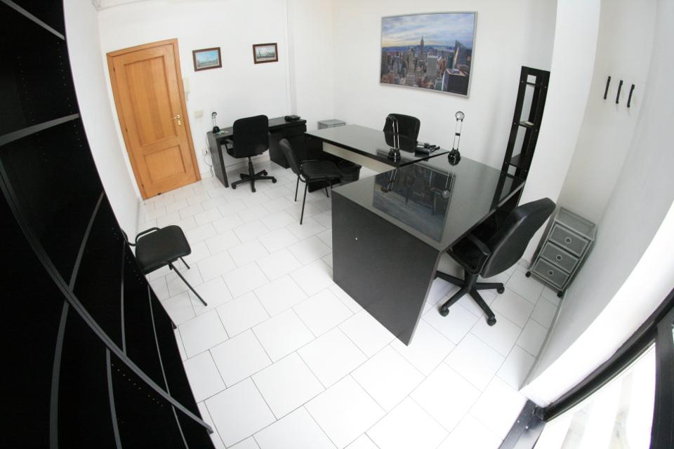 Ufficio low cost incluso posti auto affitto ufficio for Pareti divisorie ufficio low cost