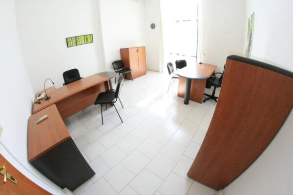 Napoli affitto ufficio arredato con parcheggio